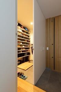 shoes_closet.jpg